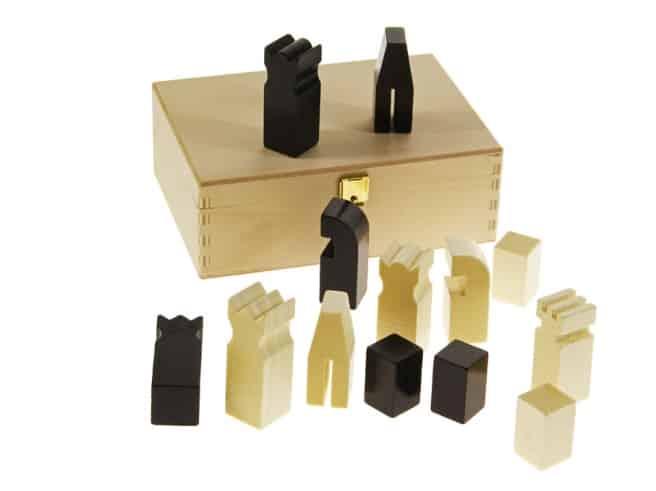 Schach mit Holzkiste für Figuren